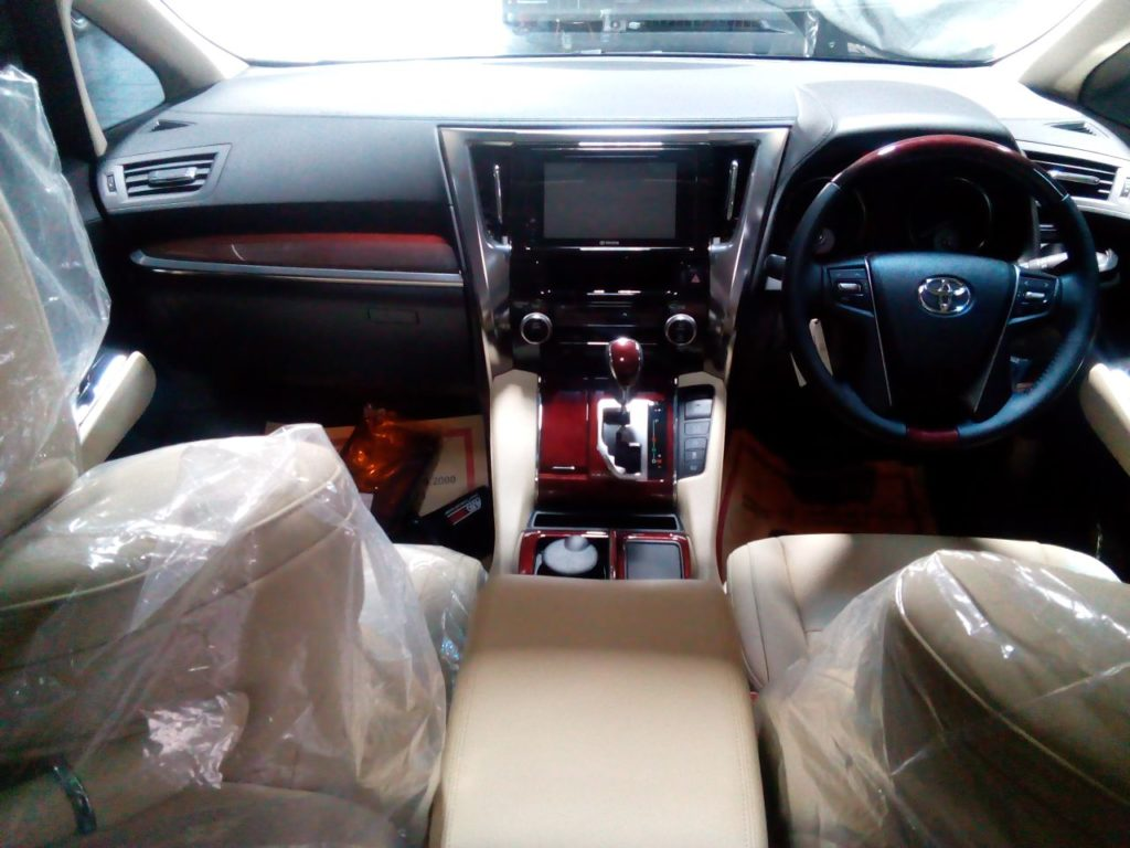 dashboard Alphard Transformer